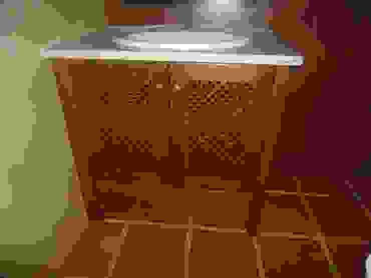Móvel feito à medida em carvalho, estilo rústico por Atádega Sociedade de Construções, Lda Rústico Madeira Acabamento em madeira