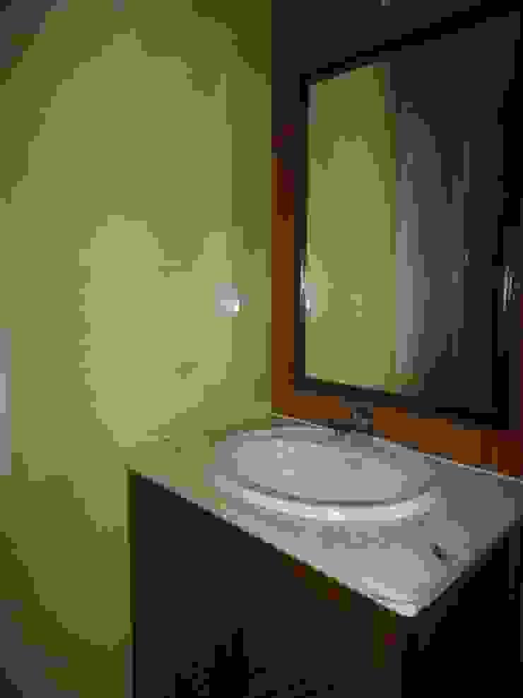 Espelho embutido na parede por Atádega Sociedade de Construções, Lda Rústico Madeira Acabamento em madeira