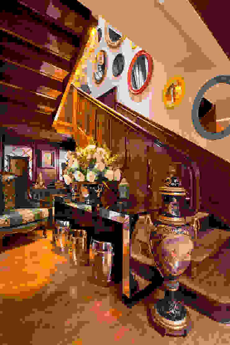 ESTAR DE BOAS-VINDAS - Mostra Morar Mais Salas de estar clássicas por Estúdio Pantarolli Miranda - Arquitetura, Design e Arte Clássico Madeira maciça Multi colorido