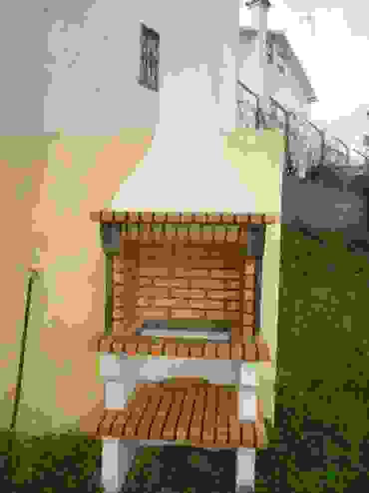 Construção de moradia em estilo rústico para venda Cozinhas rústicas por Atádega Sociedade de Construções, Lda Rústico