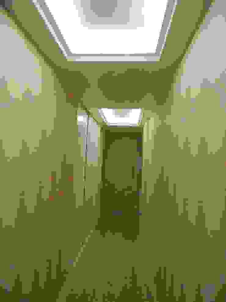 Corredor Corredores, halls e escadas clássicos por mr maria regina de mello vianna arquitetura e interiores Clássico