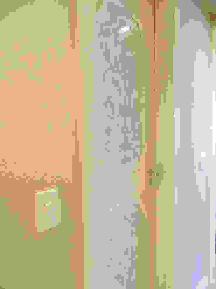 Detalhe Porta Lavabo Portas e janelas clássicas por mr maria regina de mello vianna arquitetura e interiores Clássico