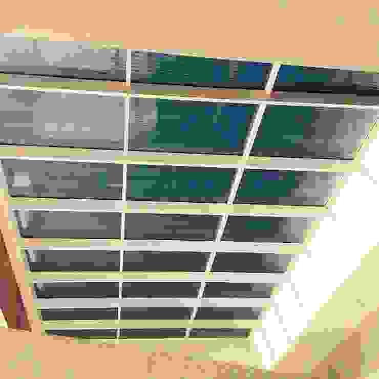 Cobertura translúcida - Residência Ventura Club Varandas, alpendres e terraços modernos por Marisol Réquia Arquitetura Moderno Alumínio/Zinco