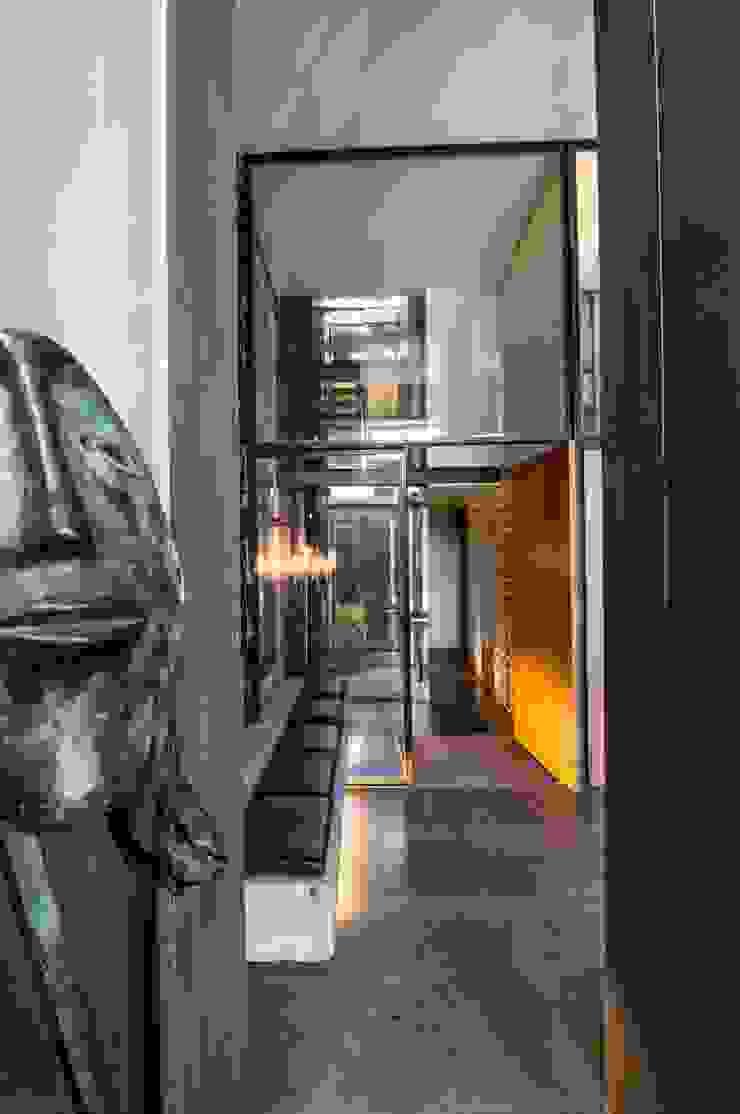 """<q class=""""-first"""">Pier 67</q> Corredores, halls e escadas modernos por Arpadór, Arquitectos e Associados, lda Moderno"""