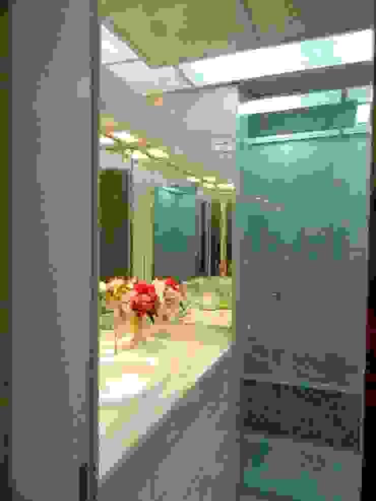 Banheiro Suite Banheiros clássicos por mr maria regina de mello vianna arquitetura e interiores Clássico