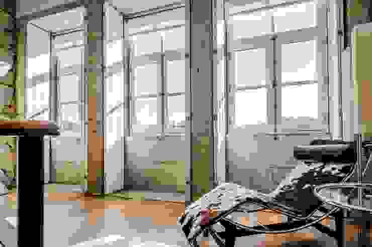 """<q class=""""-first"""">Pier 67</q> Salas de estar modernas por Arpadór, Arquitectos e Associados, lda Moderno"""