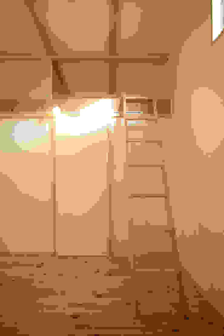 飾らない家/フレキシブルな空間 オリジナルデザインの ガレージ・物置 の 加藤淳一級建築士事務所 オリジナル