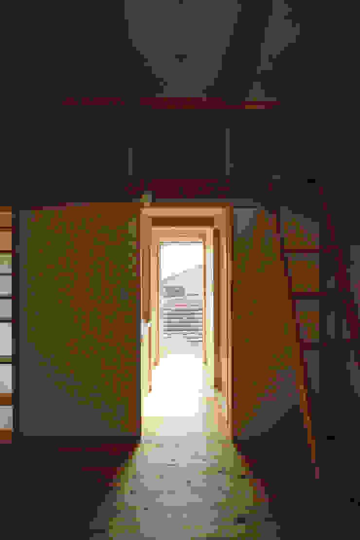 飾らない家/フレキシブルな空間 オリジナルスタイルの 玄関&廊下&階段 の 加藤淳一級建築士事務所 オリジナル