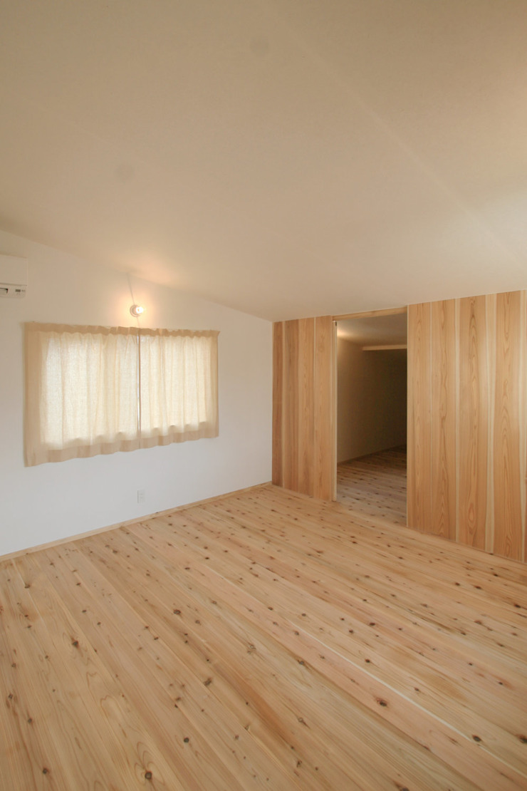 飾らない家/フレキシブルな空間 オリジナルな 壁&床 の 加藤淳一級建築士事務所 オリジナル