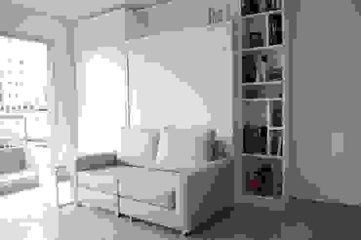 Cama rebatible + biblioteca. Optimización del espacio reducido. de MINBAI Moderno Madera Acabado en madera