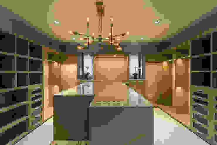 DEPARTAMENTO EN LOMAS Vestidores clásicos de HO arquitectura de interiores Clásico