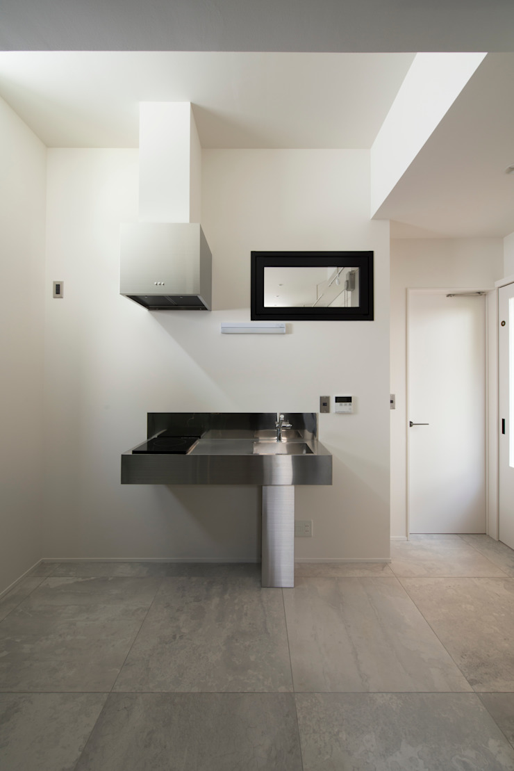 Sakurayama-Architect-Design Modern Kitchen Metal