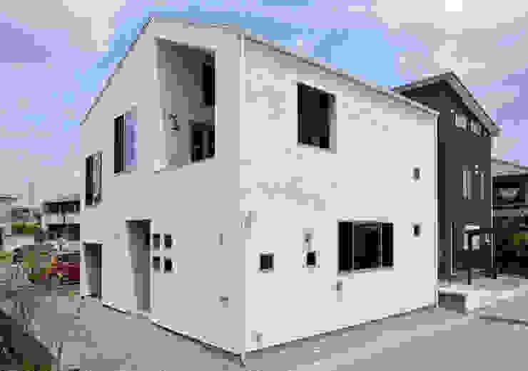 外観: インデコード design officeが手掛けた家です。,モダン 合成繊維 ブラウン