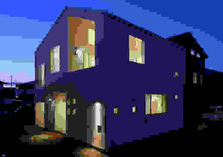 外観 モダンな 家 の インデコード design office モダン 合成繊維 ブラウン