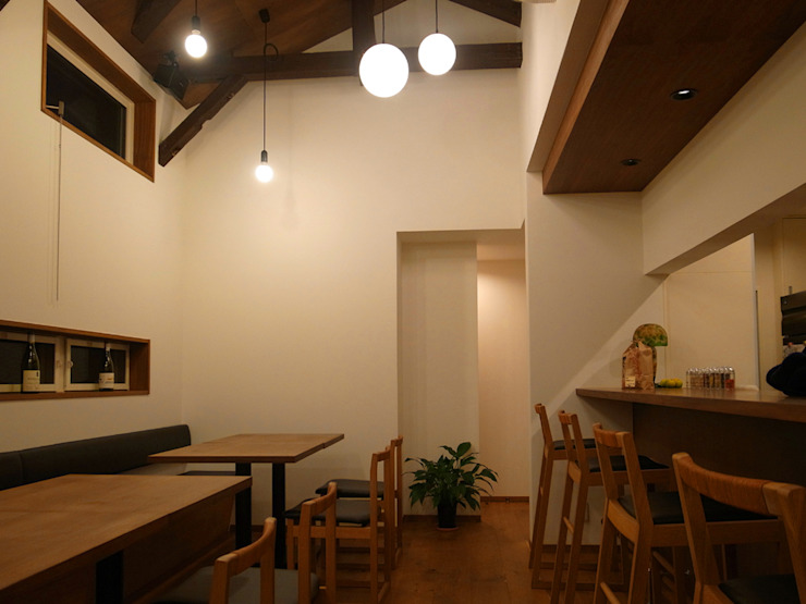 K restraunt リノベ 北欧風レストラン の 祐成大秀建築設計事務所 北欧 無垢材 多色