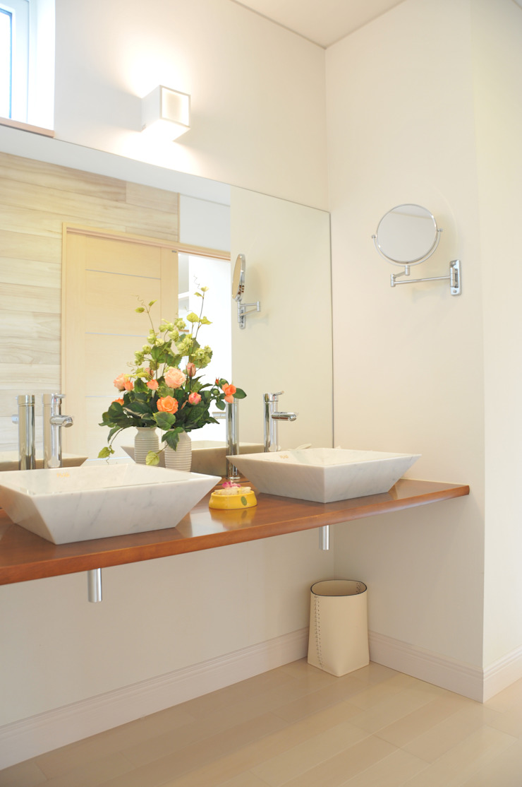 洗面カウンタ- モダンスタイルの お風呂 の 一級建築士事務所ATELIER-LOCUS モダン 木 木目調