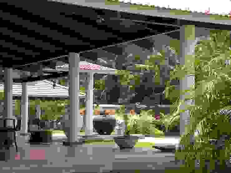 Sumeru Farmhouse Tropical style houses by ICON design studio Tropical