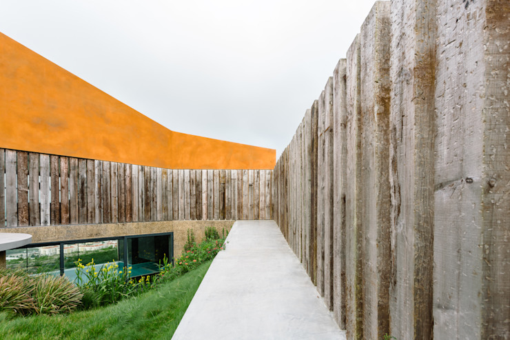 Casa Varatojo Moderner Garten von Atelier Data Lda Modern
