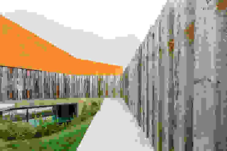 Casa Varatojo Modern Garden by Atelier Data Lda Modern
