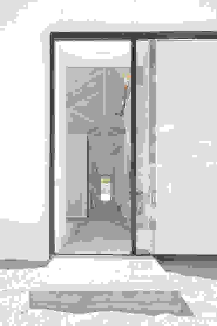 Sítio da Lezíria Corredores, halls e escadas modernos por Atelier Data Lda Moderno