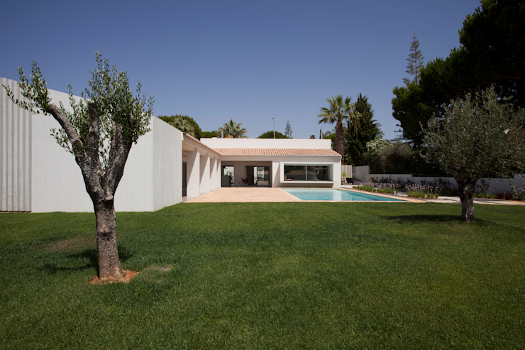 Casa Sol Casas modernas: Ideas, imágenes y decoración de Atelier Data Lda Moderno