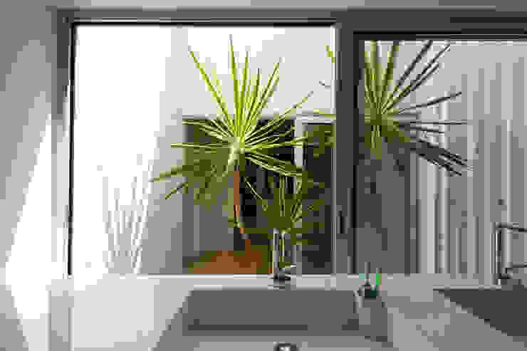 Casa Sol Jardines modernos: Ideas, imágenes y decoración de Atelier Data Lda Moderno