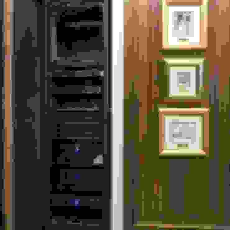 Классический интерьер и Умный дом – квартира-мечта! Коридор, прихожая и лестница в классическом стиле от Art-In Классический