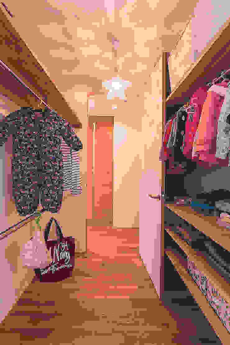 Closets de estilo moderno de 株式会社ルティロワ 一級建築士事務所 Moderno