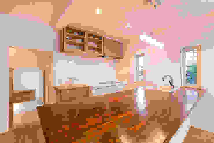 Modern kitchen by 株式会社ルティロワ 一級建築士事務所 Modern