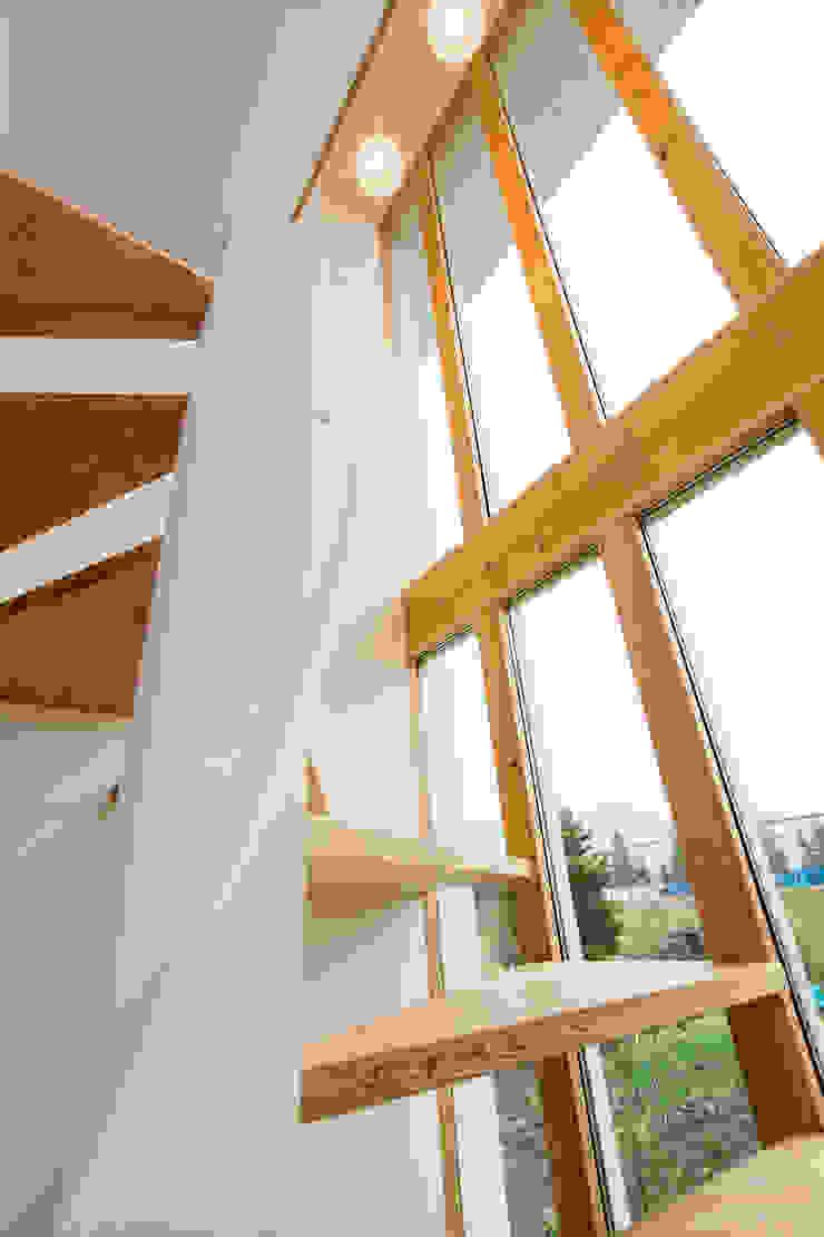 堀金の家。 モダンスタイルの 玄関&廊下&階段 の 株式会社ルティロワ 一級建築士事務所 モダン