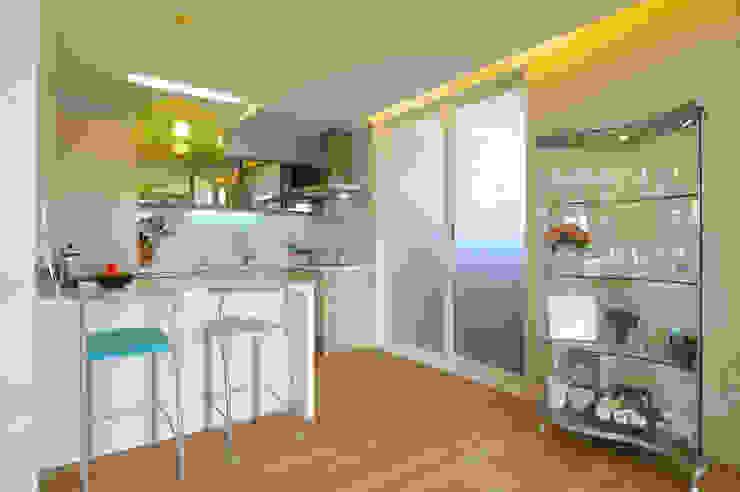 Modern dining room by Design A3 Modern