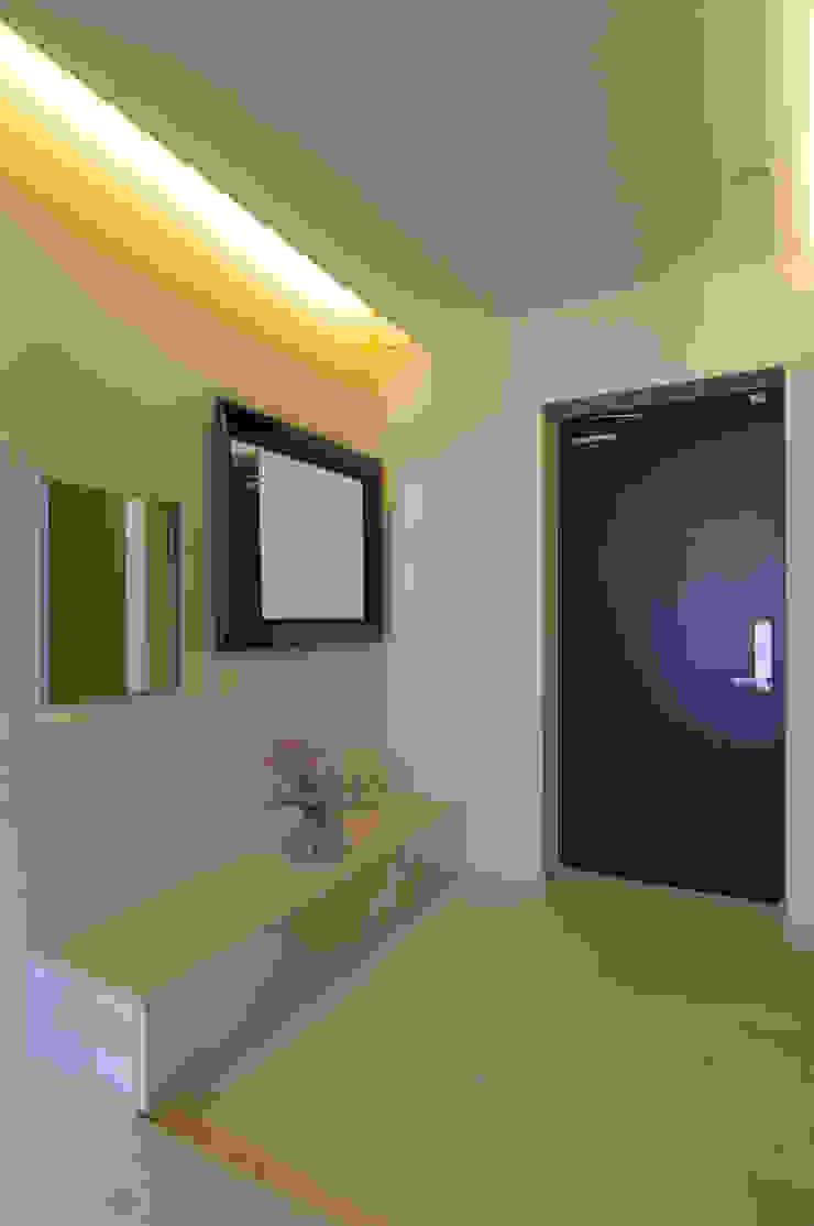 은평2지구 두산위브 42평형 모던스타일 복도, 현관 & 계단 by Design A3 모던