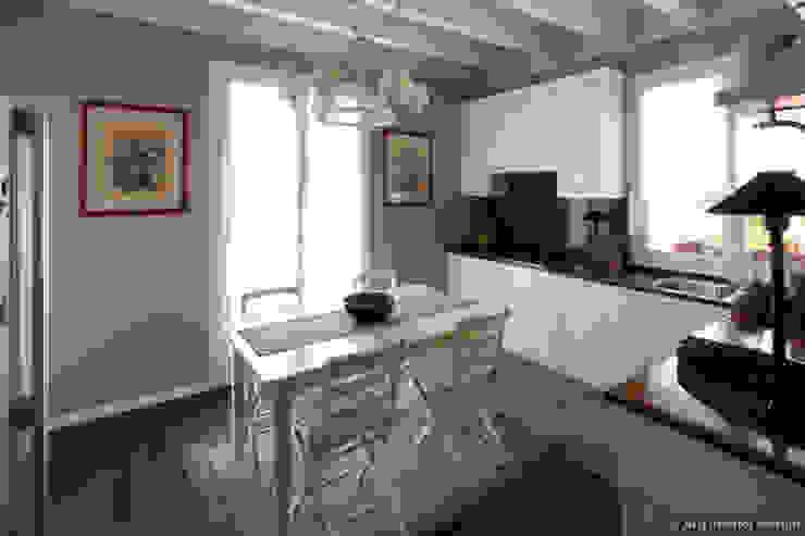 Restyling con soppalco Cucina in stile classico di ADI ARREDAMENTI Classico Legno Effetto legno