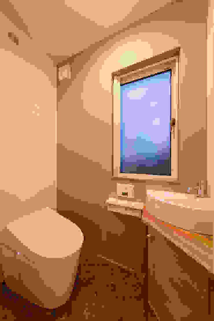 松本の家。 モダンスタイルの お風呂 の 株式会社ルティロワ 一級建築士事務所 モダン