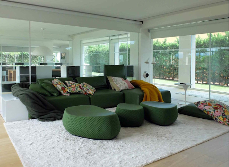 Modern media room by ruiz narvaiza associats sl Modern