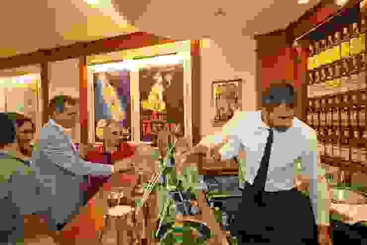 Bar Tassoni Salò Bar & Club in stile classico di O.M.A. Illuminazione Classico Metallo