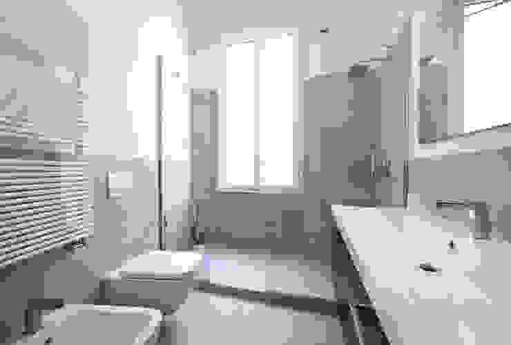 Moderne Badezimmer von MIROarchitetti Modern Fliesen