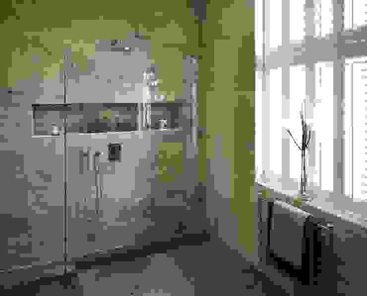 Marlowe House, Chigwell Modern bathroom by Boscolo Modern