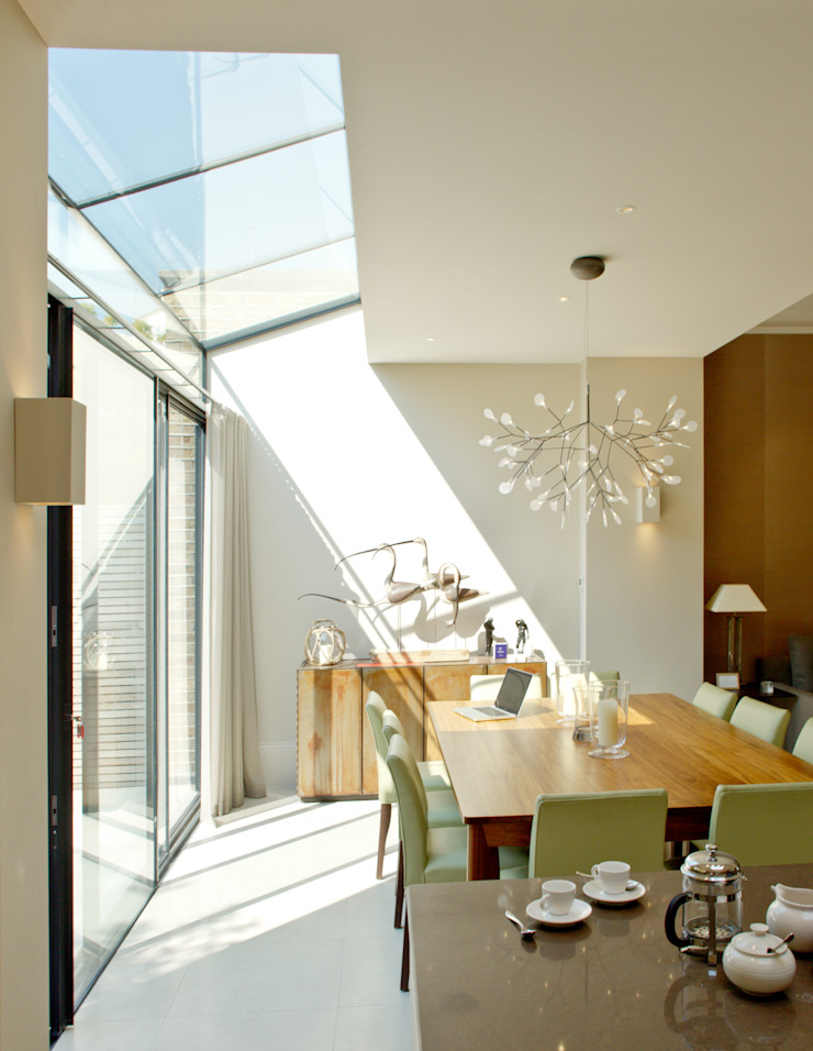 Kitchen and dining area at the Newton Road House in Westbourne Grove. Nash Baker Architects Ltd Modern dining room