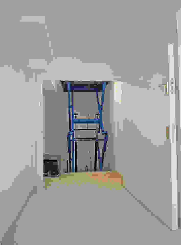 Hoist Paul Wiggins Architects Garages & sheds