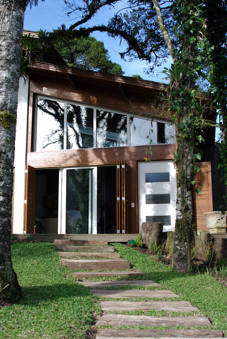 Rustic style house by Squadra Arquitetura Rustic Engineered Wood Transparent