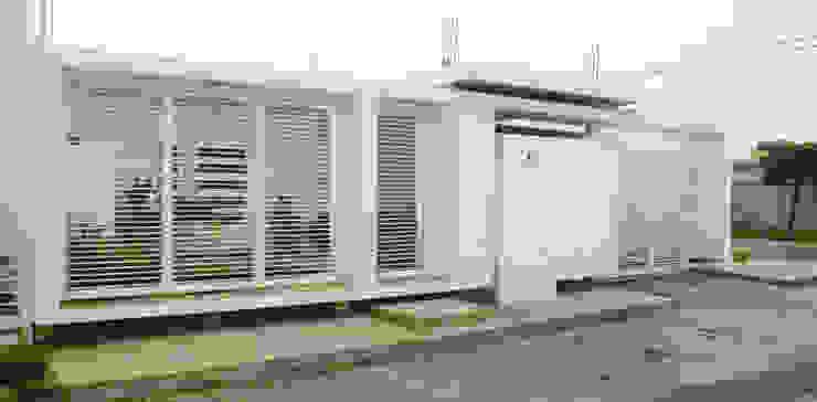 serie rectángulos Eira Fernandez Casas de estilo minimalista Caliza Blanco