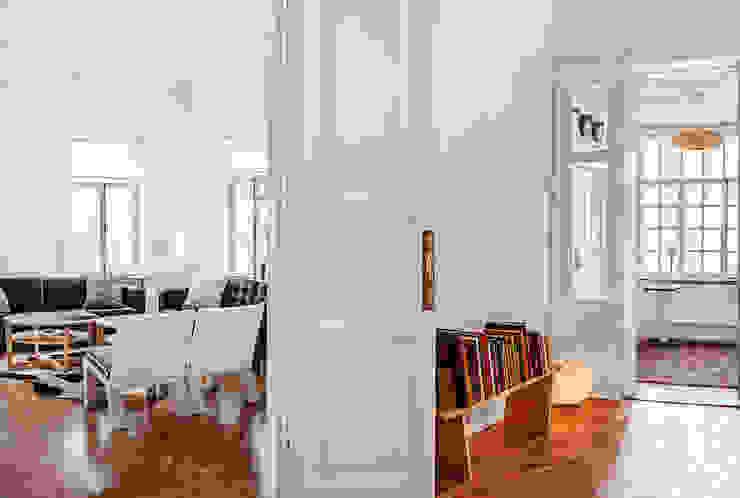 Шведский дом в Москве Коридор, прихожая и лестница в скандинавском стиле от K-Studio Скандинавский