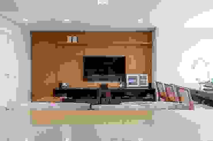 Compacto Salas multimídia modernas por contato83 Moderno