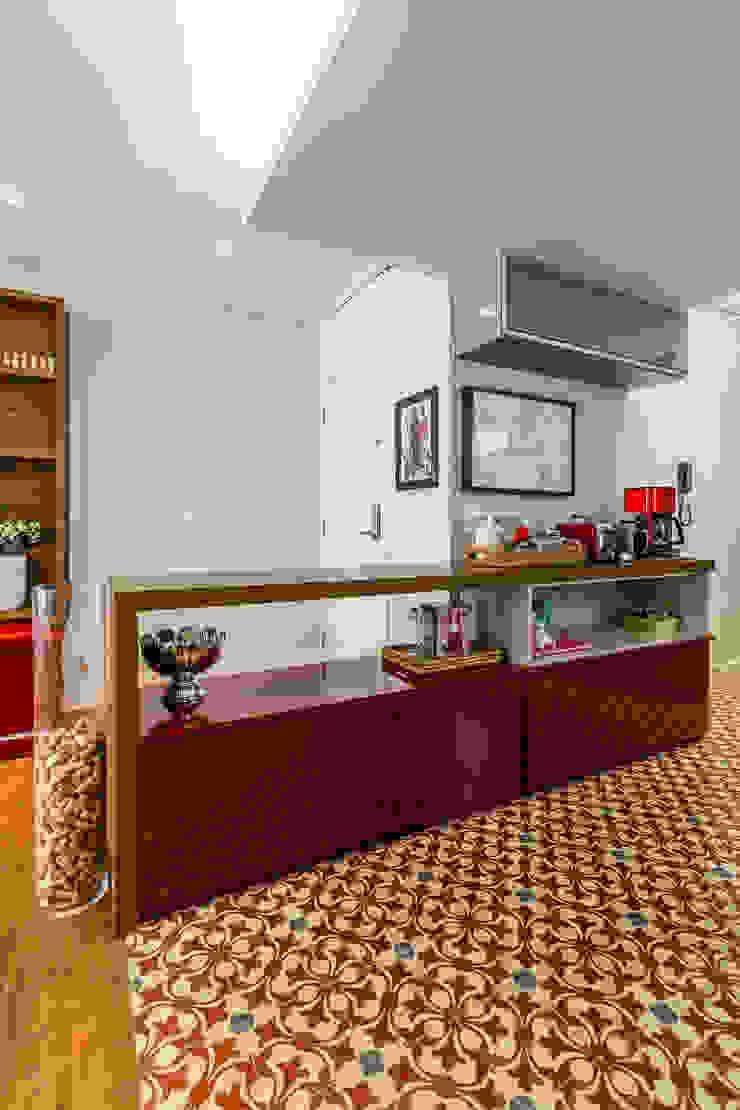 Vila Nova Corredores, halls e escadas modernos por contato83 Moderno