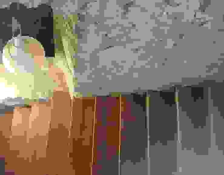 Masia Pasillos, vestíbulos y escaleras de estilo moderno de ruiz narvaiza associats sl Moderno