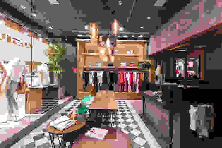 Costume (Shopping Ibirapuera) Lojas & Imóveis comerciais modernos por Denise Barretto Arquitetura Moderno