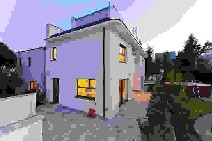 Дома в стиле модерн от Atelier Fürtner-Tonn Модерн