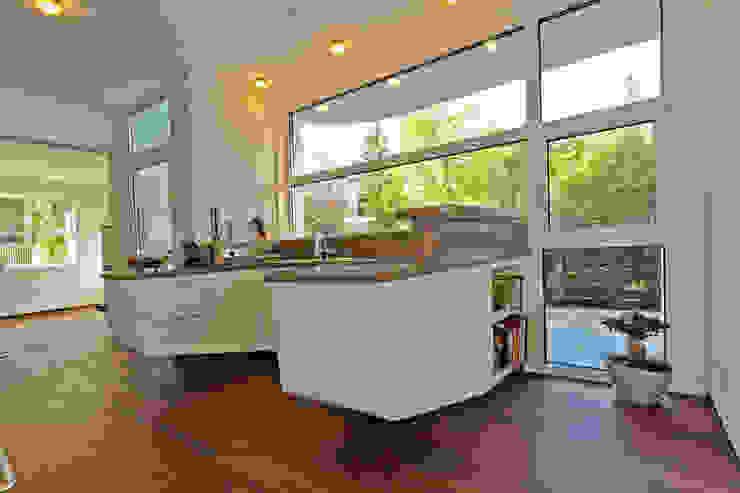wohnhaus hietzing Moderne Küchen von Atelier Fürtner-Tonn Modern