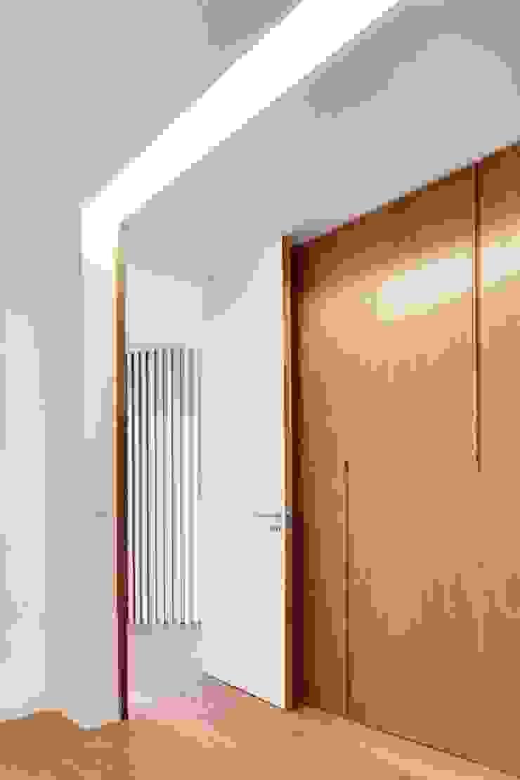 Renovação de uma casa em Viseu Quartos modernos por BAU UAU ARQUITECTURA Moderno